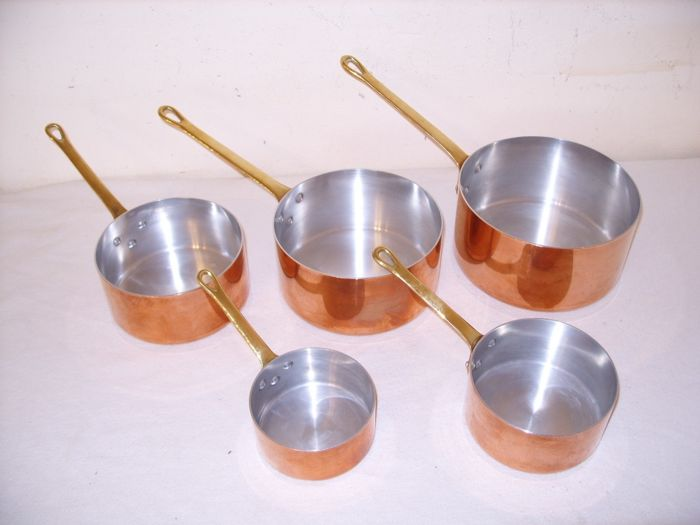 A set of 5 French pans - Copper, brass, aluminum