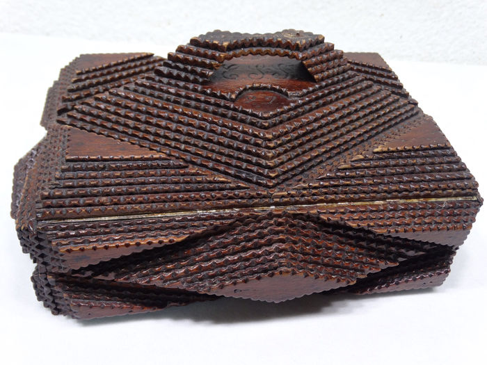 Tramp -art box with litho in lid (1) - Wood - 1897