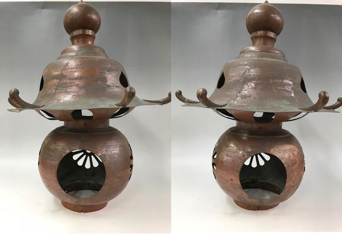 Bronze lanterns (2) - Pure copper - A pair of huge courtyard copper lanterns - Japan - Showa period (1954)
