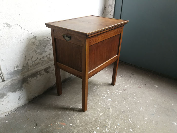 Grote Smalle Sidetable.Potty Cupboard Side Table Top Can Be Slid Two Parts