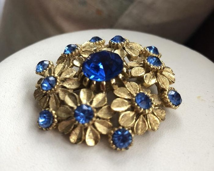 SPHINX Gold Plated / Gold Tone - Brooch Bright Blue Crystals