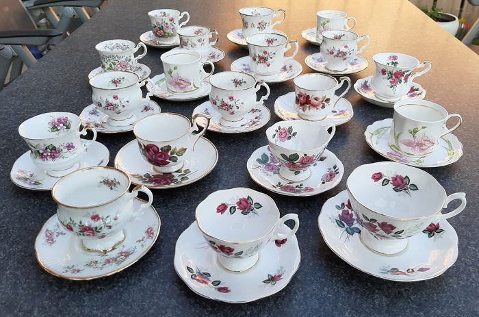 Prachtige Engelse kop en schotels met roze roosjes - Cups and saucers (19) - Porcelain