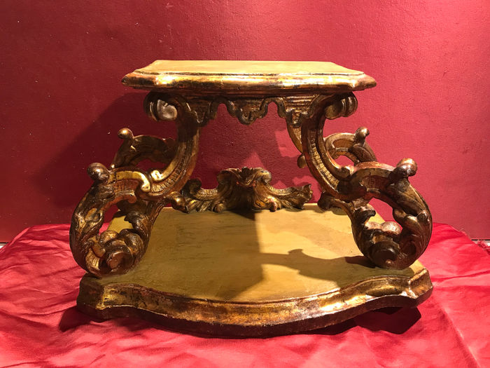 Baroque base - Baroque - Gilt, Lacquer, Wood - First half 18th century