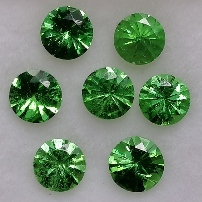 7 pcs  Tsavorita - 2.35 ct
