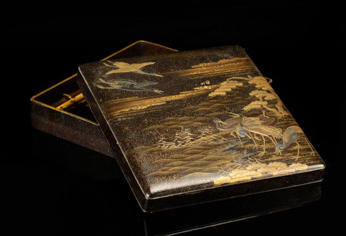 Suzuri-bako (1) - Gold, Lacquer, Wood - Very fine group of cranes in landscape - Japan - Edo Period (1600-1868)