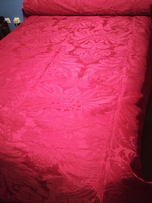 Antique damask quilt with over 100 years. a masterpiece (1) - Damask
