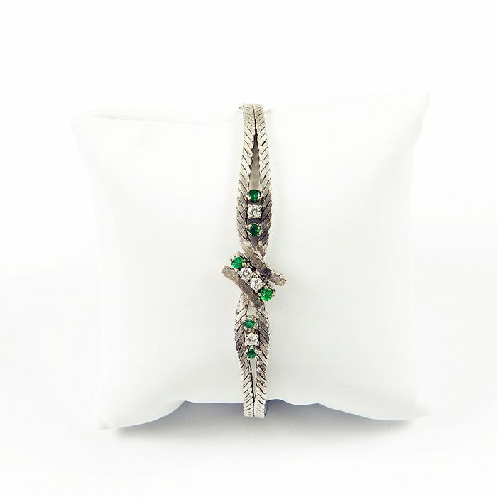 18 kt. White gold - Engagement bracelet, with 4 diamonds, brilliant cut 0,25 ct. (K / SI1) and 4 Emeralds 0.35 ct.
