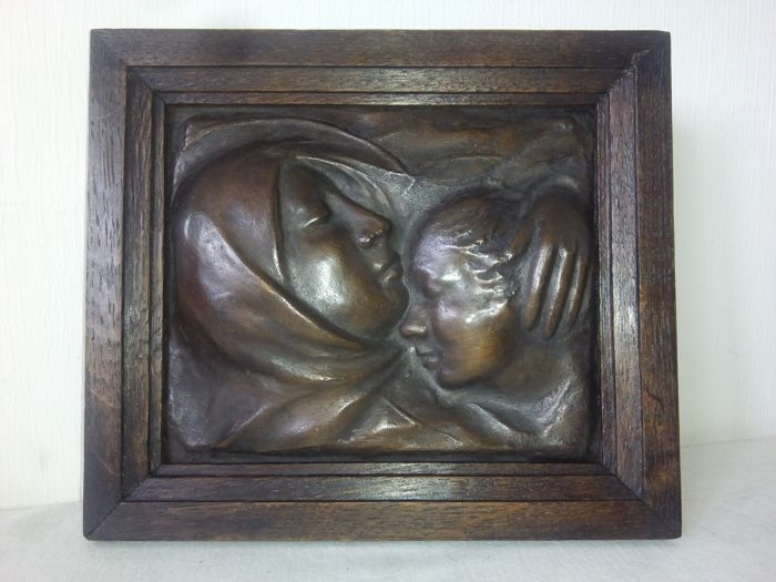 GEORGES WASTERLAIN - bronze basse relief mother with child