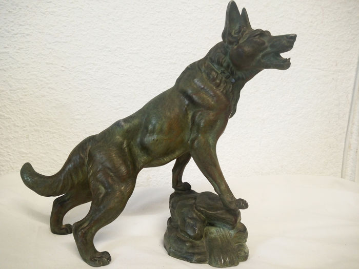 German shepherd - indistinctly signed, Sculpture (1) - Spelter - Early 20th century