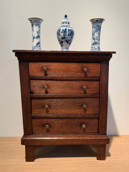 Miniature Chiffoniere Laden cupboard Masterpiece around 1840 - William III Style - Oak - First half 19th century