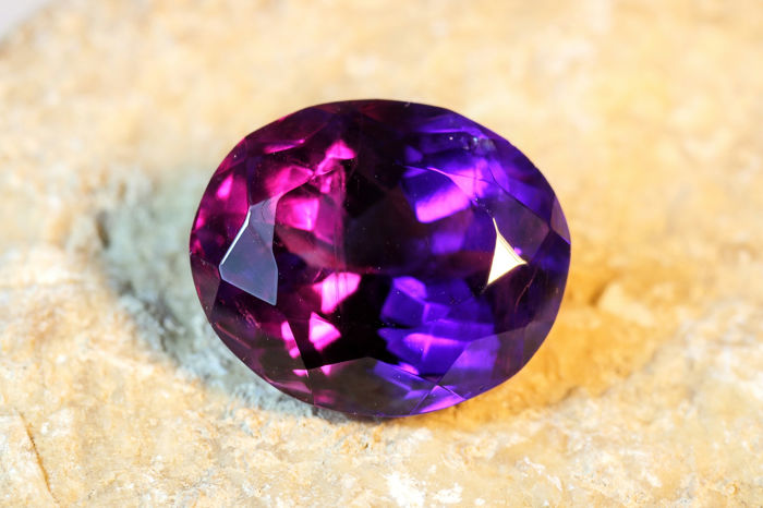 Amethyst with colour shift - No Reserve Price - 9.78 ct