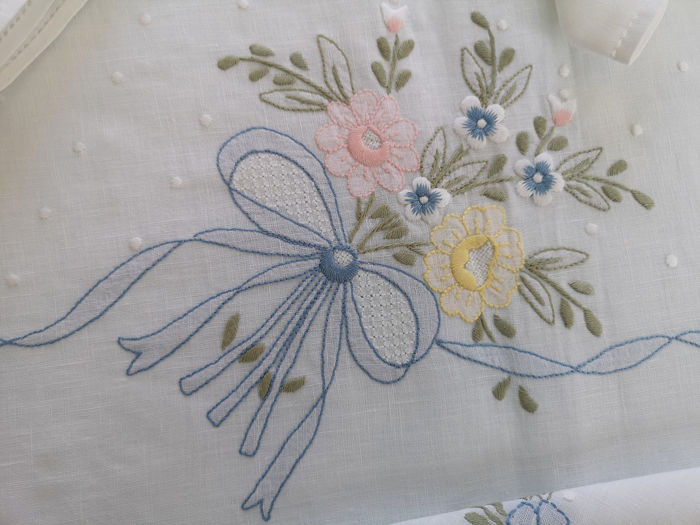completamente a mano - Pure linen tablecloth x12 with embroidery Full stitch knot of love by hand - Linen