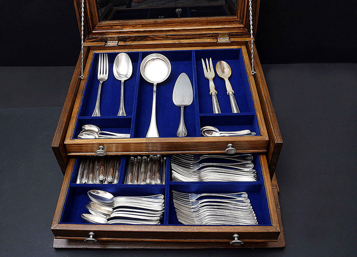 90- piece Cutlery Set for 12 Persons - .800 silver - S.I.A.P - Italy - Early 20th century