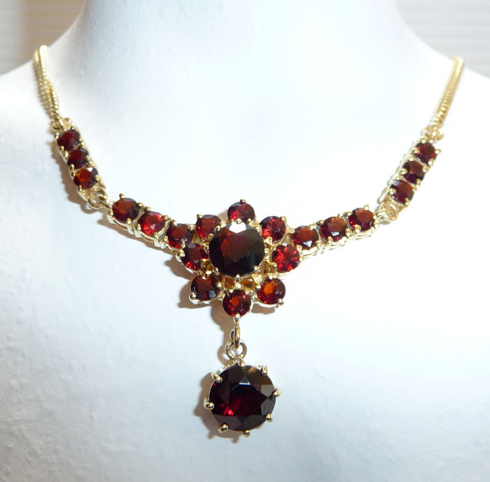8 kt. Yellow gold - Vintage Garnet Necklace with Chain - 9.5 grams 5.0 ct. grenade