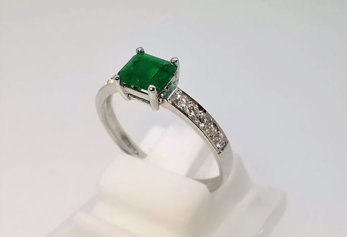 18 kt. White gold - Ring - 0.65 ct Emerald - Diamond