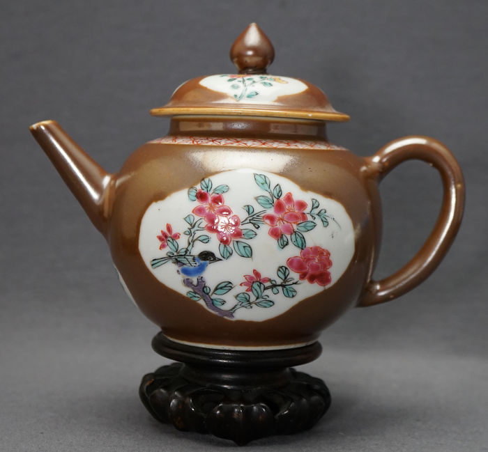 Bule - Porcelana - Yangcai and brown glaze  - China - Yongzheng (1723 - 1735)