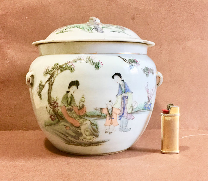 """Vaas - Porselein - with an inscription """"precious object made by Luo Zhonglin 羅仲林 - China - Republieke periode (1912-1949)"""