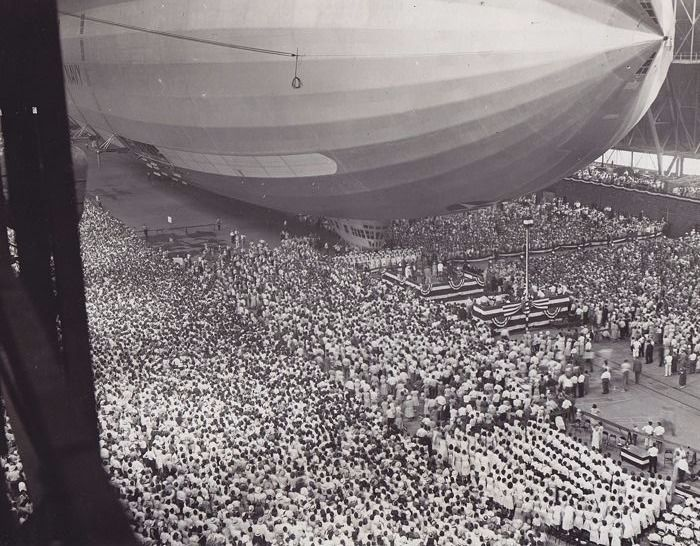 Unknown/ACME - 'Akron', the world's largest dirigible, 1931