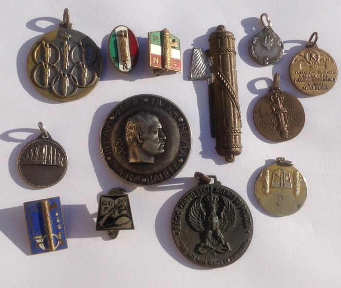 Italy - WWII Fregi Brooches Medals Fascist Period (13 pieces)