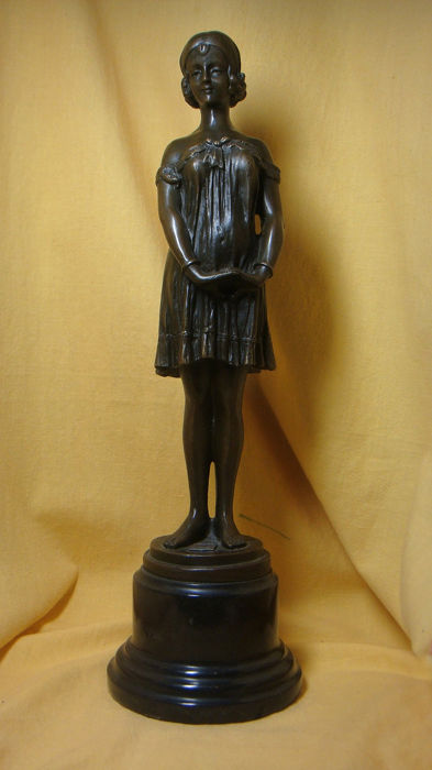 """""""The Young Seductress"""" - posthumous statue on the model of Demetre Haralamb Chiparus (1886-1947) - Bronze"""