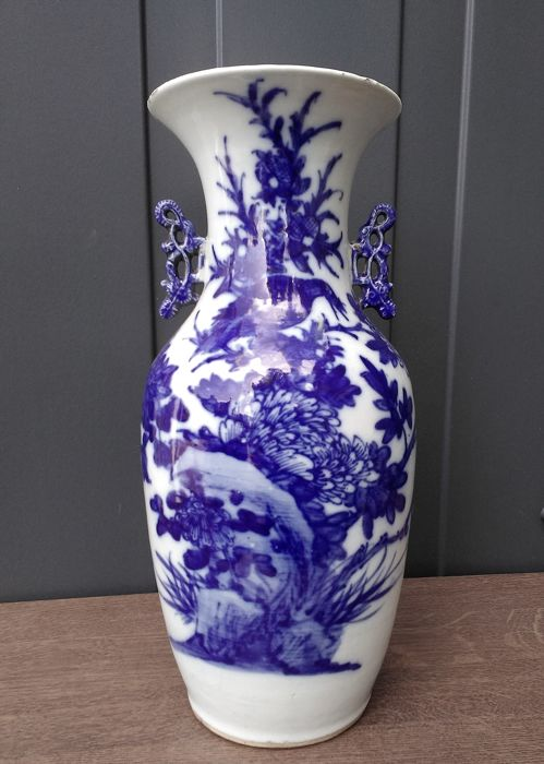 Vase - Porcelain - Bird with insect and flora - China - late 19th century