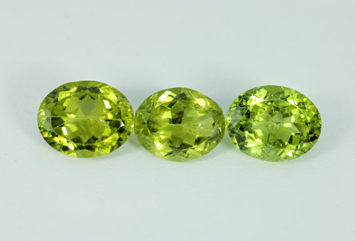 3 pcs  Peridot - 8.23 ct