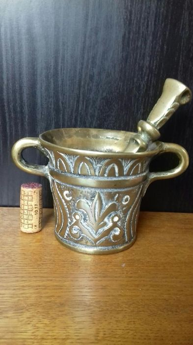 Large mortar and pestle - Bronze