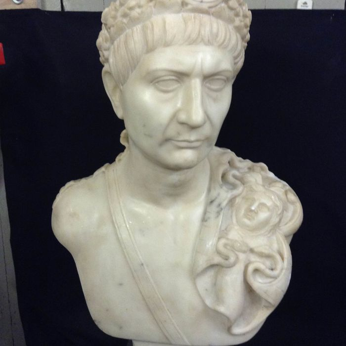 Bust depicting the Roman emperor Trajan - Marble - Second half 19th century