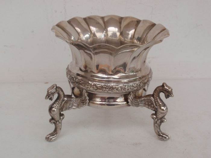 Silver bowl with flowers and winged dragons - .915 silver - Spain - mid 20th century