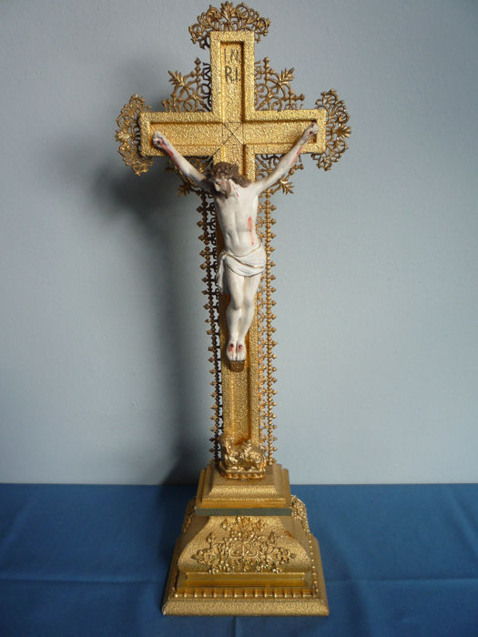 Wooden, gold-plated crucifix with corpus - Gilded wood and composite