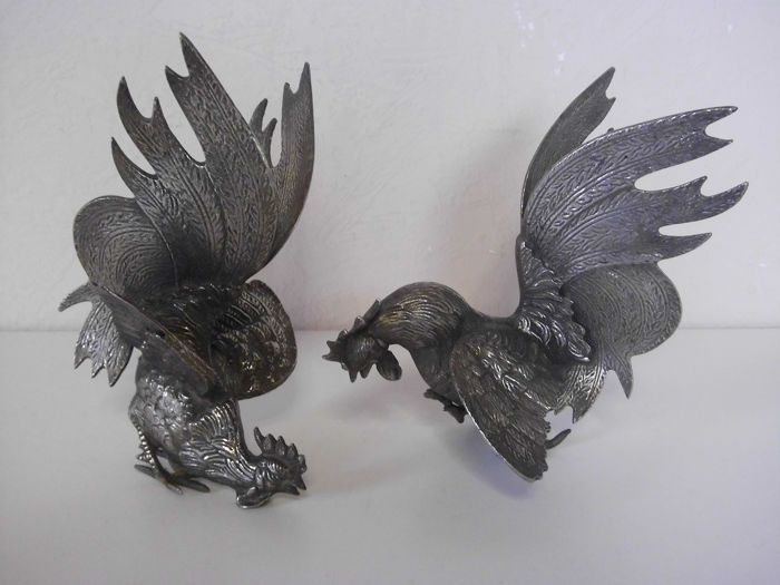 Table pieces. Two fighting cocks - Silverplate