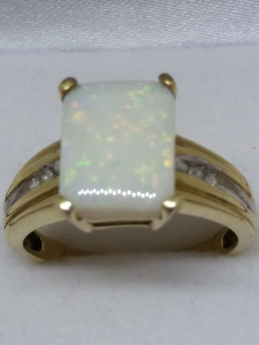 10k / 10ct - Anillo de ópalo y diamante natural de corte rectangular