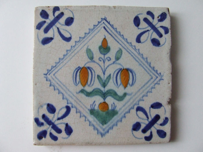 Colored squared tile with kabs flower. - Ceramic