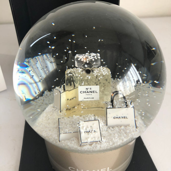 CHANEL no.5 Snow globe  - New - collector's item - Glass