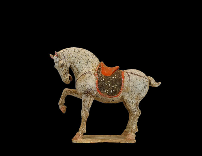 Mingqi - Terracotta - A Large and Exceptional Buff Pottery Figure of a Prancing Horse, Tl test  - China - Tang Dynasty (618-907)