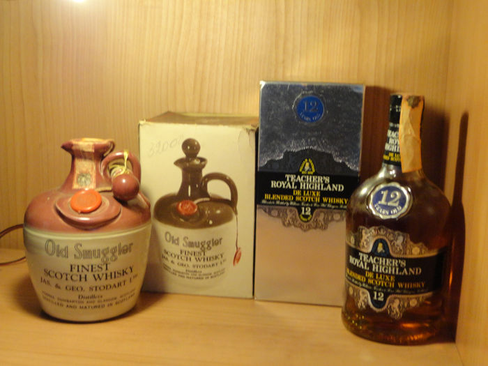 Old Smuggler ceramic - Teacher's Royal Highland 12 years old - b. Années 1970 - 75cl - 2 bouteilles