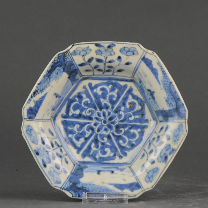 Plate - Blue and white - Porcelain - Landscape Flowers - Japan - 18th century