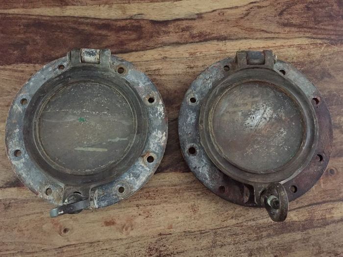 Two identical antique portholes marked Helder & zn. Rotterdam (2) - Glass, Iron (cast/wrought) - Late 19th century