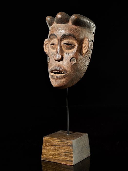 Mask with facial scarifications - Wood - Chokwe - DR Congo