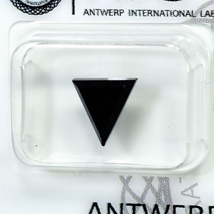 Diamante - 2.88 ct - Triángulo - Fancy Black (treated) - N/A - NO RESERVE PRICE