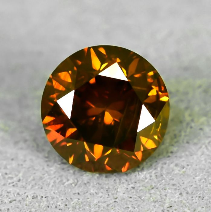 Diamante - 0.71 ct - Brillante - Fancy Deep Orange (treated) - I1 - NO RESERVE PRICE