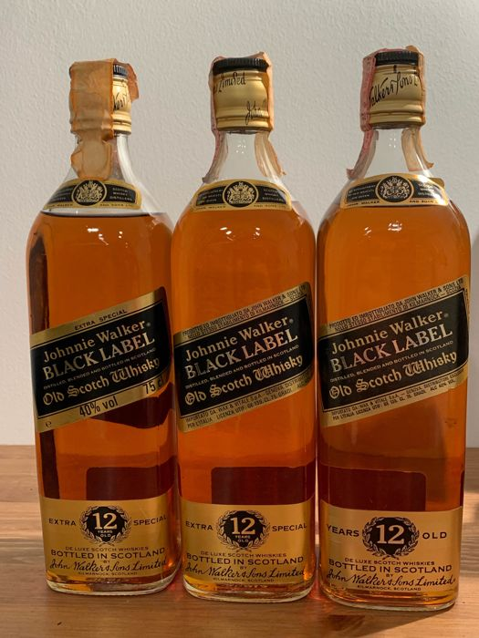 Johnnie Walker 12 years old Black Label - b. Années 1980 - 75cl - 3 bouteilles