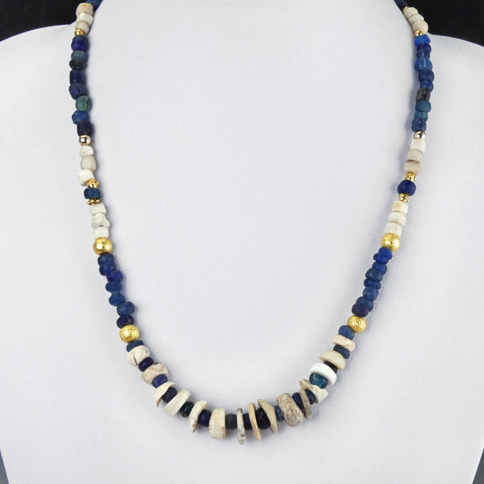 Ancient Roman Glass Necklace with blue glass and shell beads - 46.5 cm - (1)