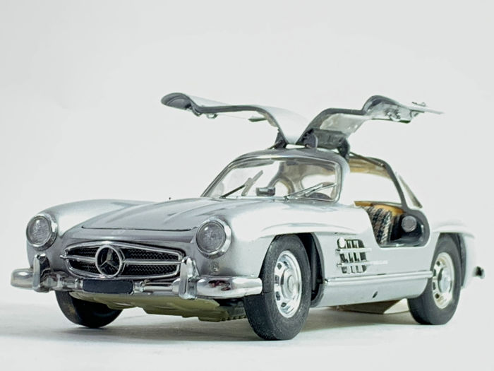 Franklin Mint - Mercedes Benz 300SL Gullwing with certificate of authenticity (COA) - Very good condition in original packaging with papers