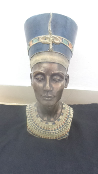 Bust of Nefertiti kings of Egyptian history (1) - Brone?