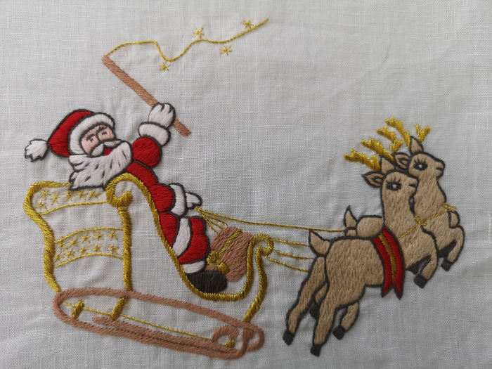 INCANTEVOLE - Spectacular Christmas tablecloth in pure linen with full stitch embroidery by hand - Linen