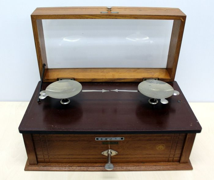 Precision precious metal scales - wood and metal - Early 20th century