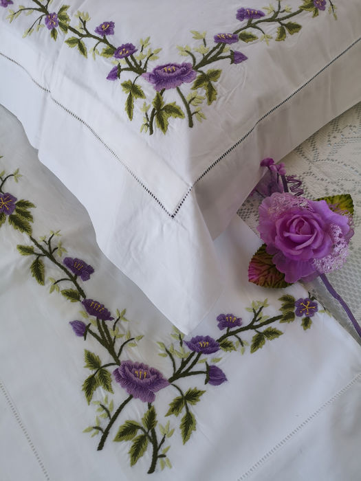 Spectacular percale cotton sheet with hand-stitched embroidery - Cotton