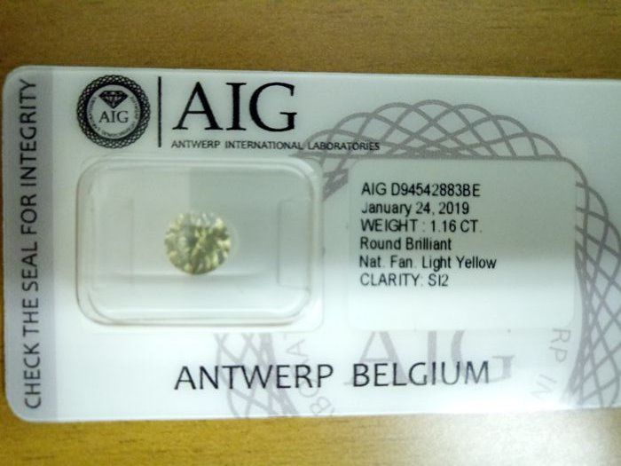 1 pcs Diamante - 1.16 ct - Brillante - fancy light yellow - SI2