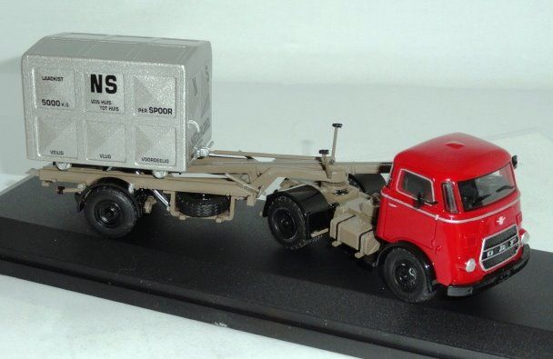 Golden Oldies - 1:50 - DAF T1300 Rode trekker + container oplegger + hoge container